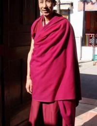 2008年攝於策秋林寺大殿前